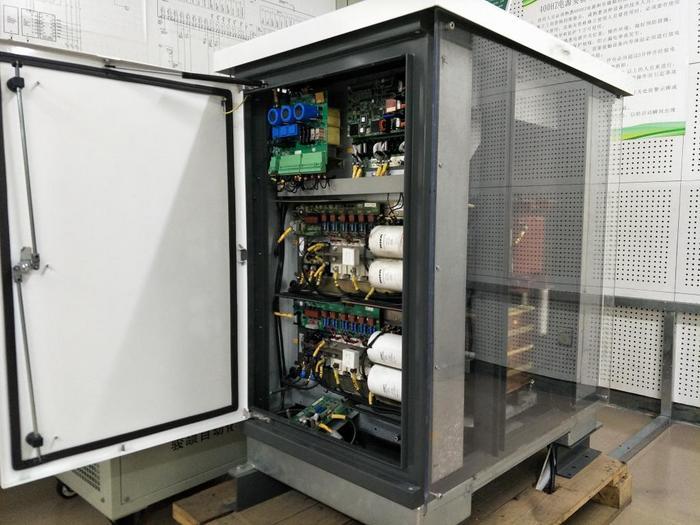 AXA400KW变频器.JPG